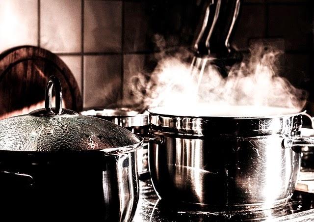 remojar las ciruelas en agua caliente