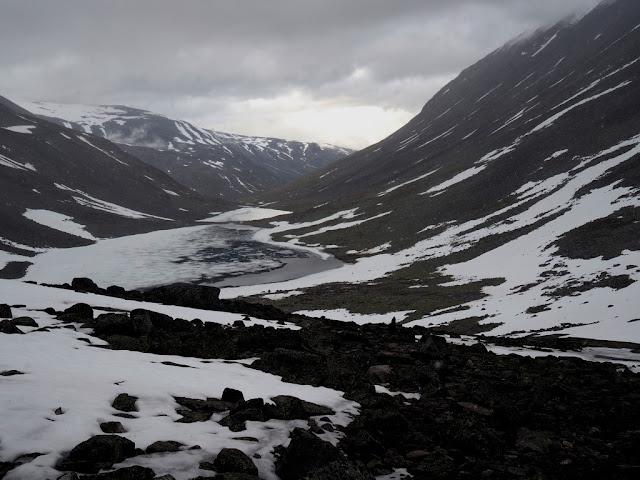 Jezera, sníh, Jotunheimen, Norsko, trek, příroda, léto
