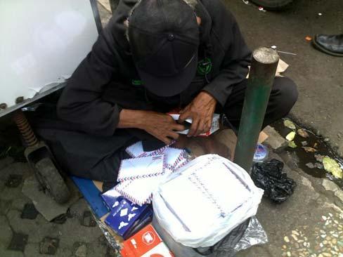 kakek-penjual-amplop-4 Kisah Inspiratif-Kisah Kakek Penjual Amplop Cerita Inspirasi Cerita Islami Cerita Mengharukan Inspiratif