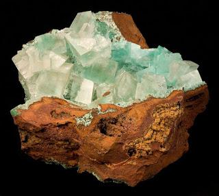 Gossan con cristales de calcita de la colección de Rob Lavinsky, de Mexico