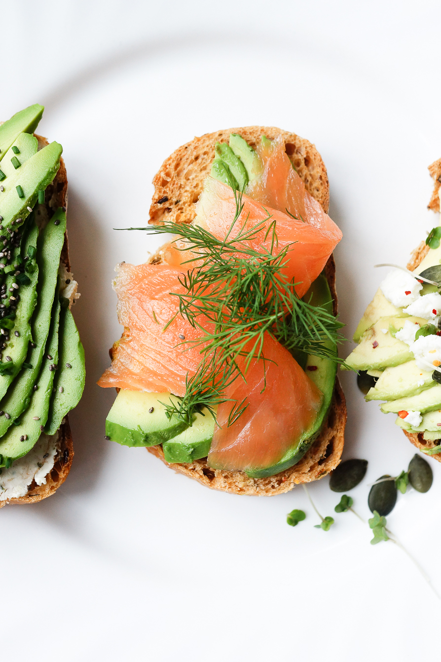 food-photography-smoked-salmon-avocado-wasabi-dill-toast