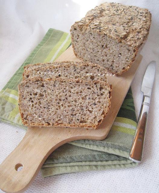 Chleb graham z otrębami gryczanymi i płatkami owsianymi, na zakwasie
