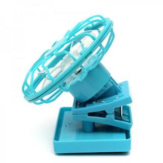 un ventilateur solaire à clip, idéal pour supporter les grosses chaleurs d'été