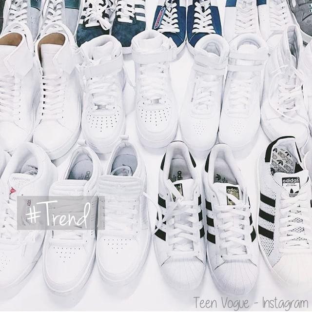 2c6146b59da Sabemos que o branco é uma cor que combinada totalmente com qualquer coisa  né ! E podemos dizer que o tênis branco é universal