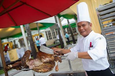 Source: KLGCC. Chef carves a roast lamb.
