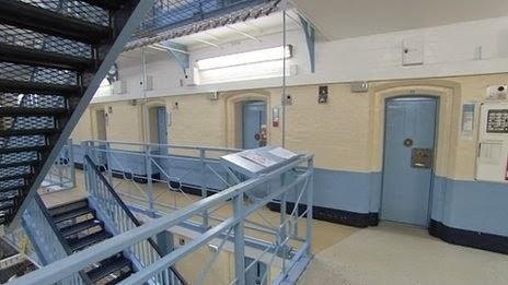 Prisoner gets banged in jail cell