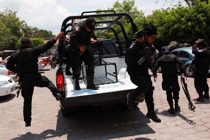 Policías de Guerrero realizan paro para exigir bono de riesgo y destitución del titular de la SSP estatal