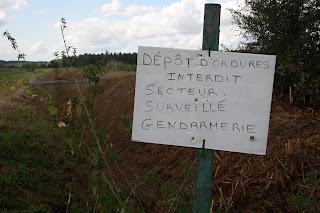 panneau dépôts interdits.La gendarmerie surveille