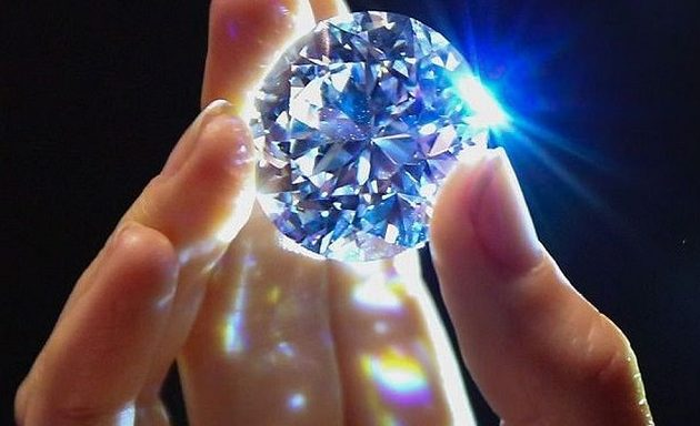 Το πιο σπάνιο λευκό διαμάντι βγαίνει στο σφυρί