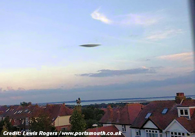 'UFO' Photographed Over the Skies of Portsmouth (UK) 9-16-14