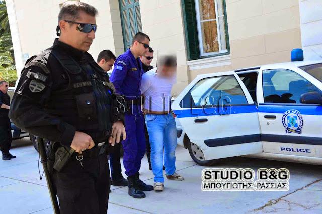 Επ΄ αυτοφόρω σύλληψη δυο αλλοδαπών που έκλεβαν αυτοκίνητο μέρα μεσημέρι έξω από τα δικαστήρια στο Ναύπλιο