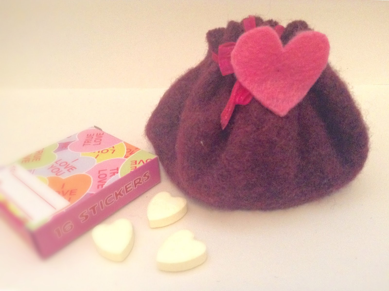 {DIY} An Adorable Pouch for your Valentine