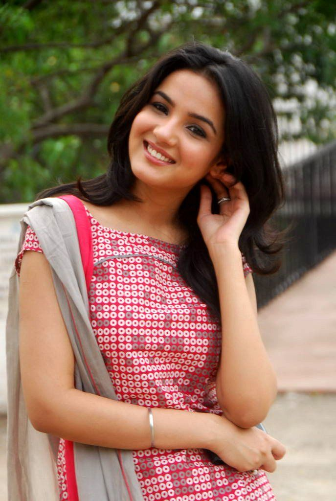 Young Hot Jasmin Bhasin 	2011  nudes (36 pics), Twitter, legs