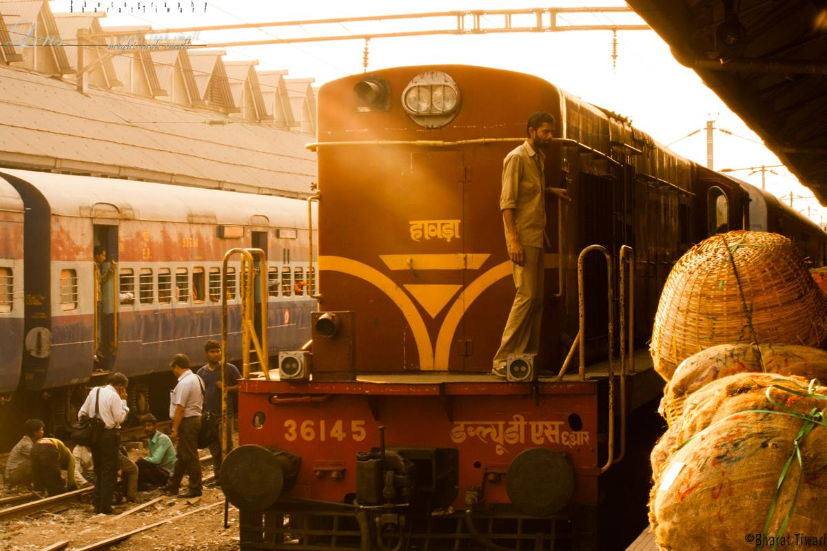 ट्रेन की लोकेशन और — इंदिरा दांगी की कहानी — बीसवां अफेयर और वेटिंग टिकिट photo bharat s tiwari