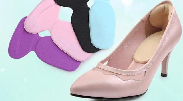 Menyelipkan Heel Grips pada Sepatu