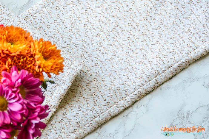Reversible Table Runner | Follow this step-by-step tutorial to make a simple table runner that can be flipped to its other side for a different holiday.