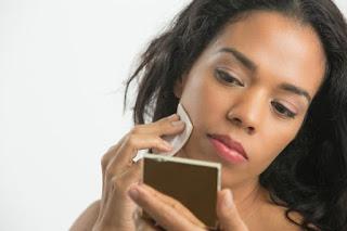 5 Tips Cara Memilih Warna Bedak yang Paling Tepat untuk Anda