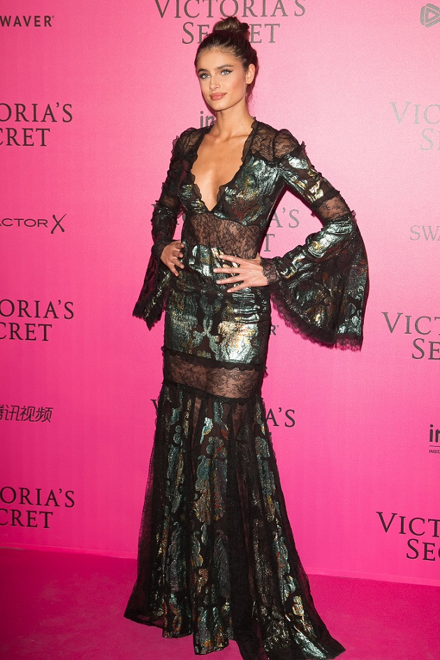 mylifestylenews: Taylor Hill In Roberto Cavalli @ Victoria Secret ...