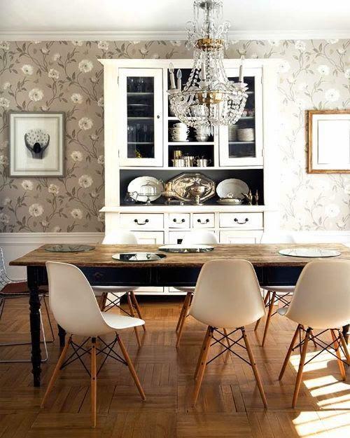 Comedor clasico renovado con chandelier vintage