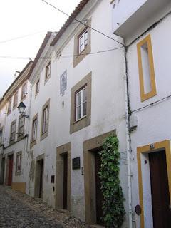 BUILDING / Edifício Rua Santo Amaro, n. 23 a 27, Castelo de Vide, Portugal