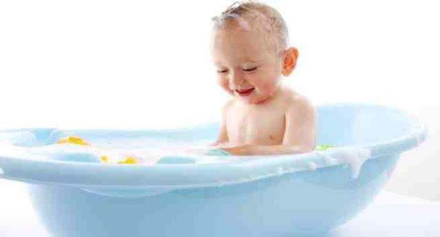 Tips selamat semasa mandikan baby.