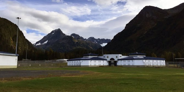 Selama Ramadhan, Penjara Alaska Berikan Daging Babi kepada Tahanan Muslim
