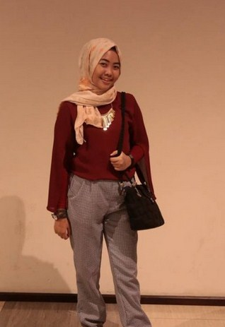 Style Hijab Modern Simple For Weekend Traveling