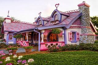 Gambar Rumah Hello Kitty Asli 8