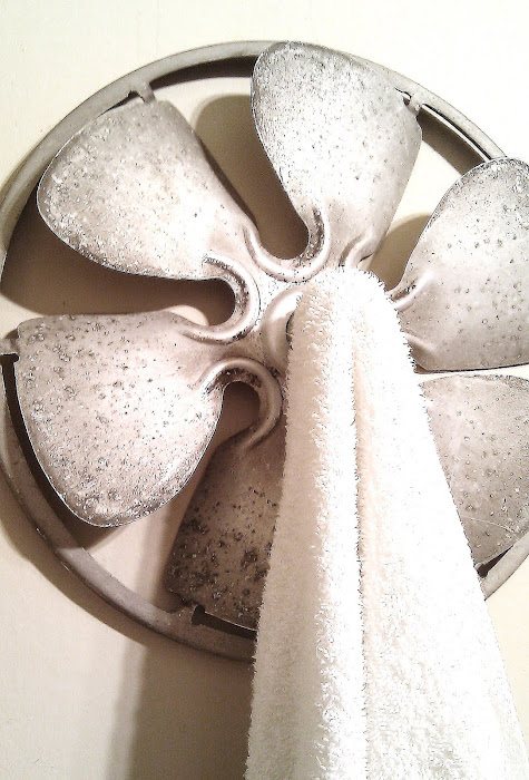Villabarnes fan blade towel holder via Funky Junk Interiors