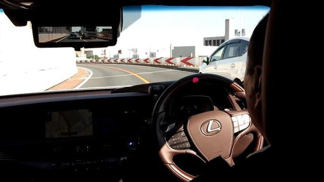 Wow..Di jepang sudah ada Mobil Semi Autonomous dan Automated Driving lho !!