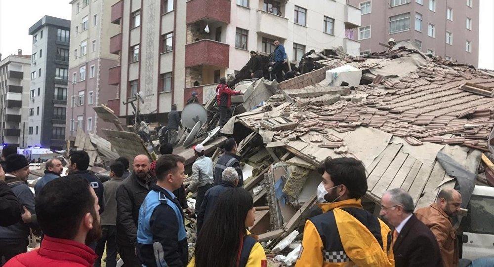 Kartal'daki binanın çökme anı görüntüleri