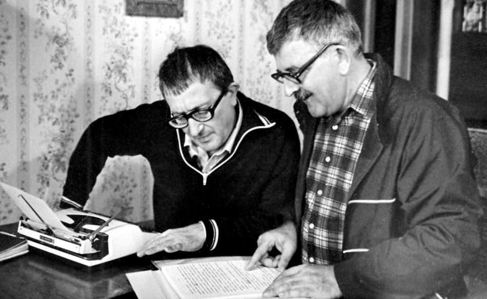 Foto em preto e branco de Arkádi e Boris Strugátski
