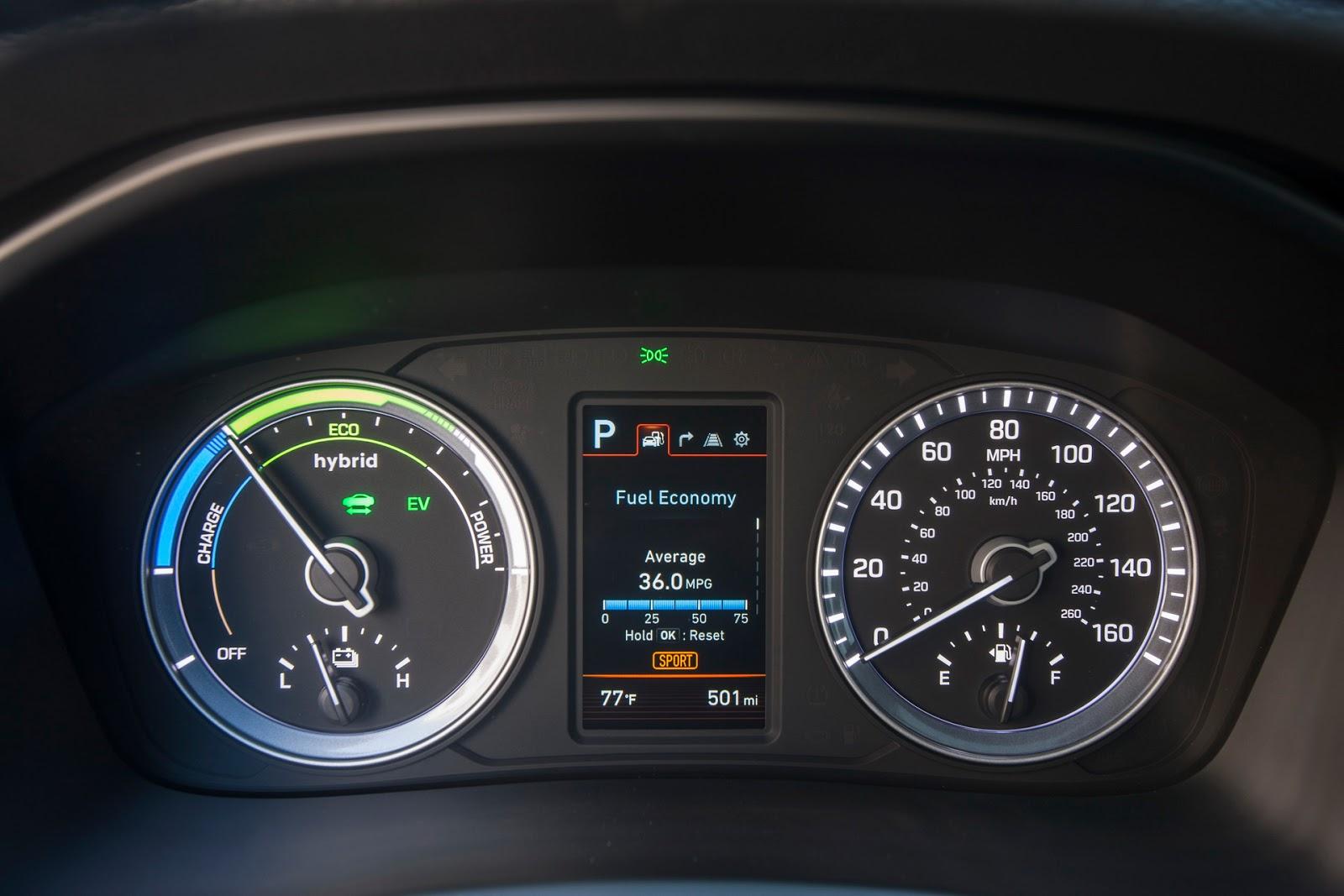 Hybrid Hyundai Sonata 2018 </figcaption> </figure> <p> Hyundai Hyundai Hyundai Sonata 2018 Hybrid Hyundai Sonata 2018 Hybrid Sonata is equipped with a power plant consisting of: </p> <ul> <li> 2-liter gasoline engine; </li> <li> electric motor; </li> <li> 6-band &quot;machine&quot;; </li> <li> batteries with a capacity of 1.76 kilowatt-hours. </li> </ul> <p> The total output is 195 horsepower. </p> <p> The rechargeable version has a more powerful power plant and batteries with a capacity of 9.8 kilowatt-hours. On electric traction, such a &quot;Sonata&quot; can travel 43 kilometers </p> <p> <img class=