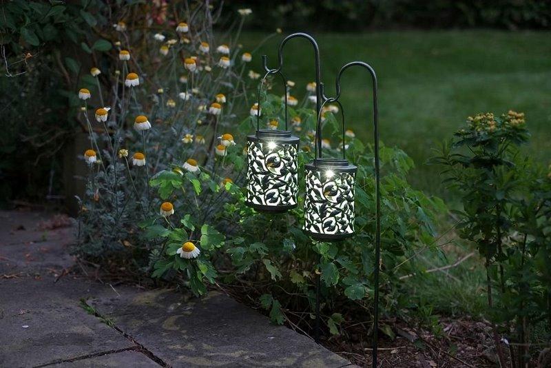 farolillos luz led en jardin
