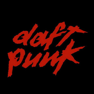 Logo con el texto rojo: Daft Punk sobre fondo negro
