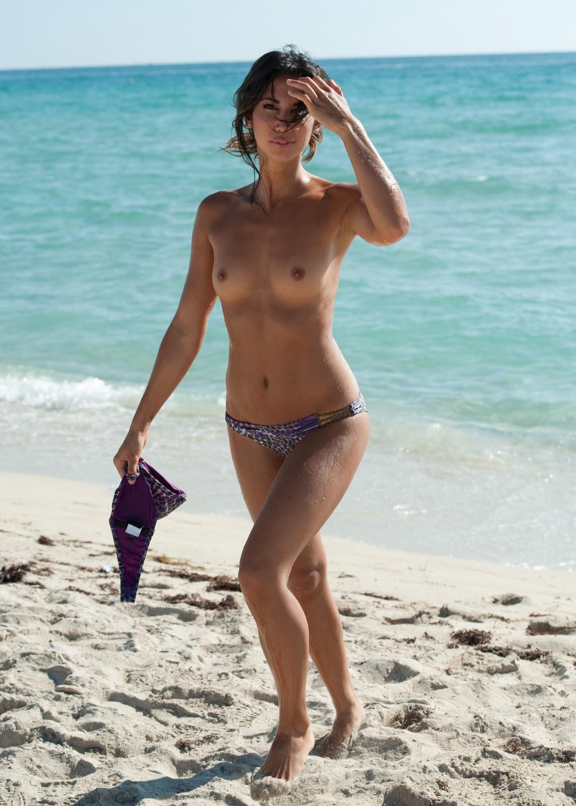 Asian topless beach-5136