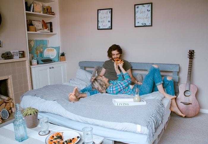 cabecero y base de cama con palets