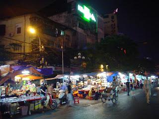 Mercado Ben Thanh de noche. Ho Chi Minh. Vietnam