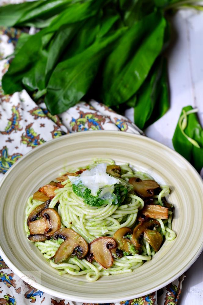 http://www.caietulcuretete.com/2016/03/spaghete-cu-ciuperci-si-leurda.html