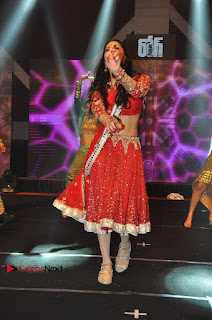 Bollywood Actress Model Sunny Leone Dance Performance in Red Half Saree at Rogue Audio Launch 13 March 2017  0078.jpg