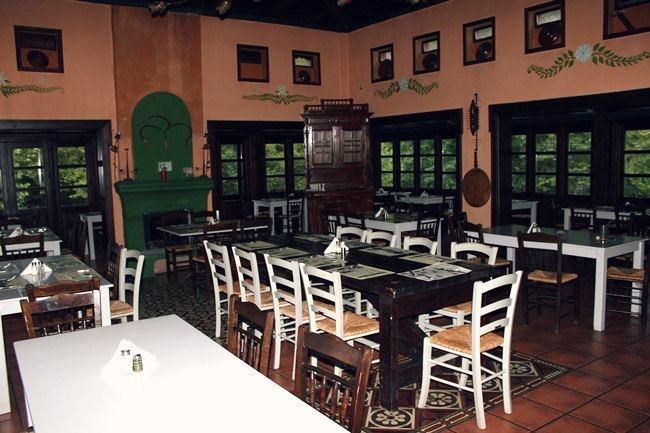 Pyrgos Mantania hotel dining area