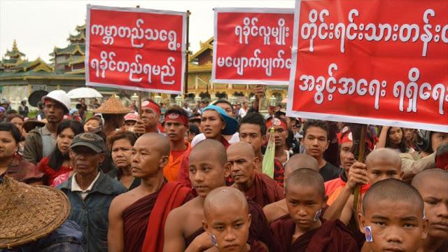 Extremistas budistas birmanos protestan contra presencia de musulmanes