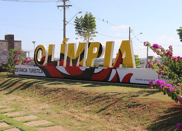 Letreiros de Olímpia recebem pintura de artista local