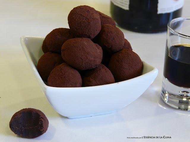Trufes de Xocolata, Trufas de Chocolate, postre facil, cuina facil, cocina facil, xocolata, chocolate, gastronomia, gourmand,