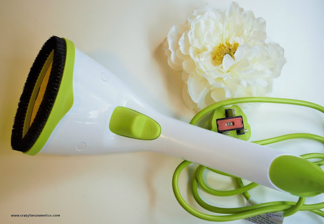 Philips Steam and Go Handheld Garment Steamer Demo Pictures