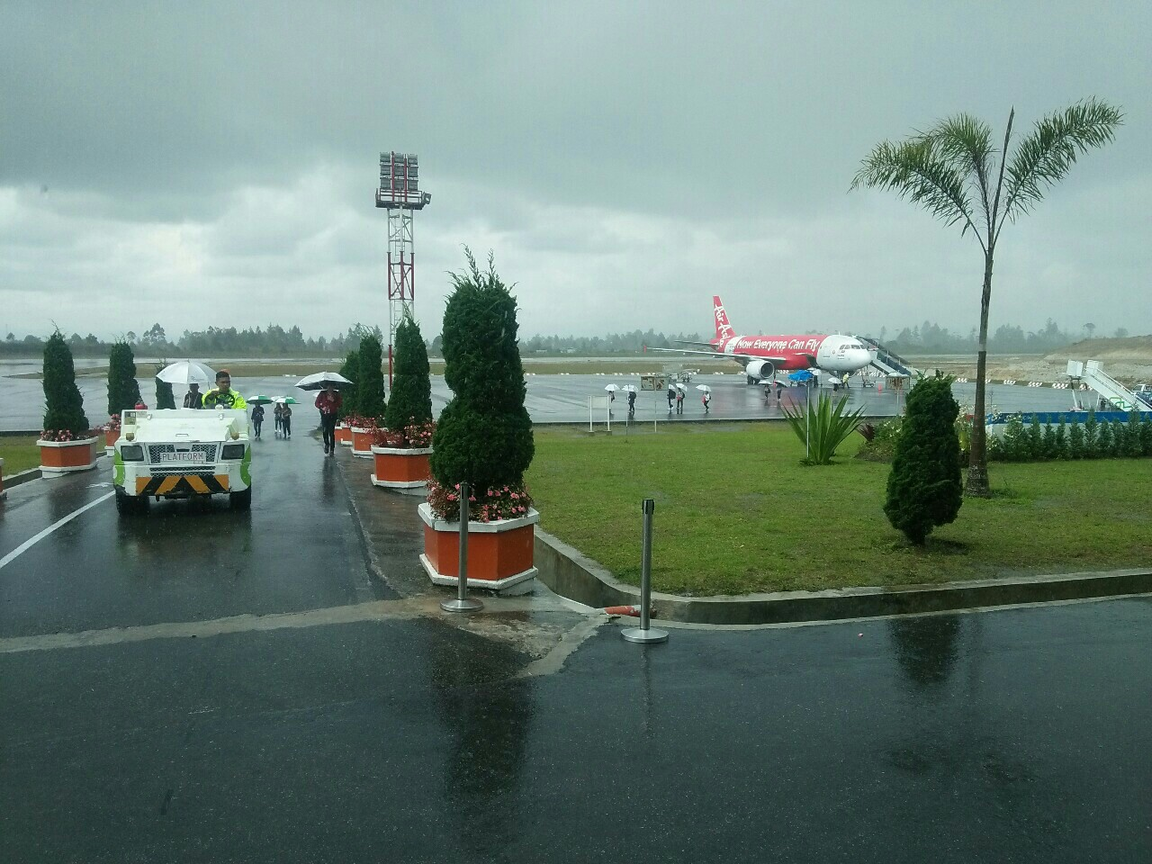 Maskapai Air Asia  menghentikan sementara rute Internasional Kuala Lumpur-Silangit mulai 1 Maret 2019.