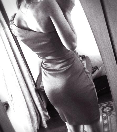 wunderschöne Polin Wanesa in einem engen Abendkleid