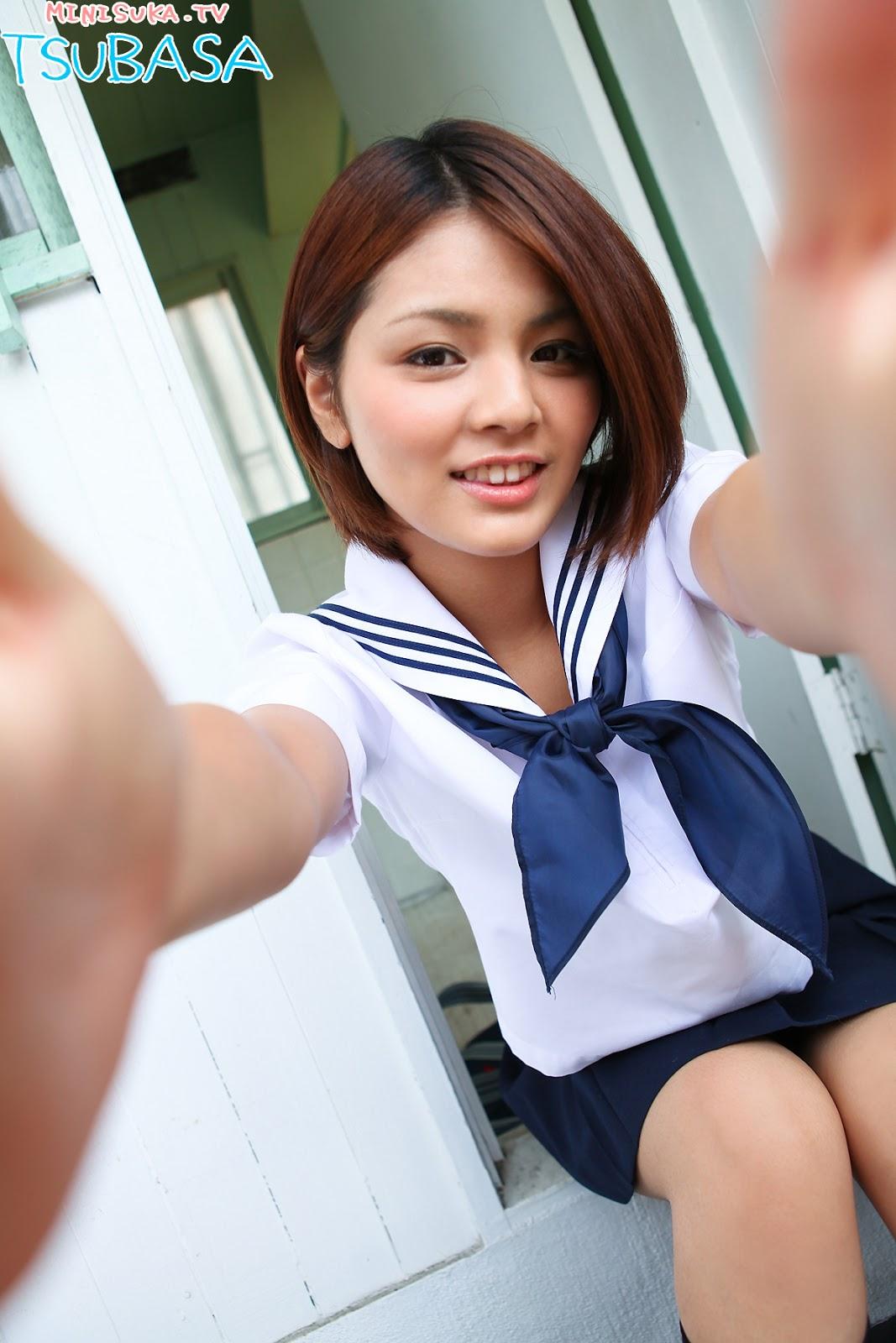 Tsubasa Akimoto Japanese Gravure Idol Sexy Short Hairs ...
