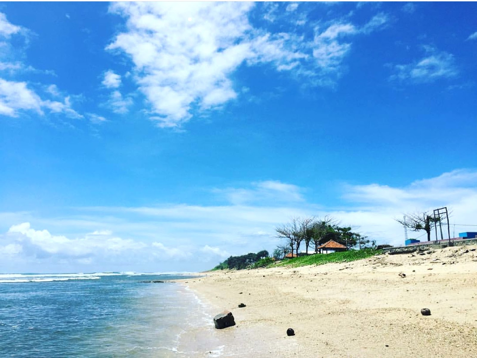 11 Gambar Pantai Sayang Heulang Garut Jawa Barat, Penginapan dan Tiket Masuk