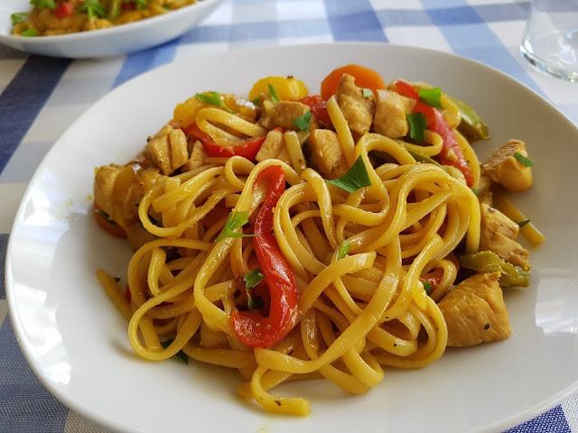 receta-de-tallarines-con-verduras-y-pollo-estilo-chino